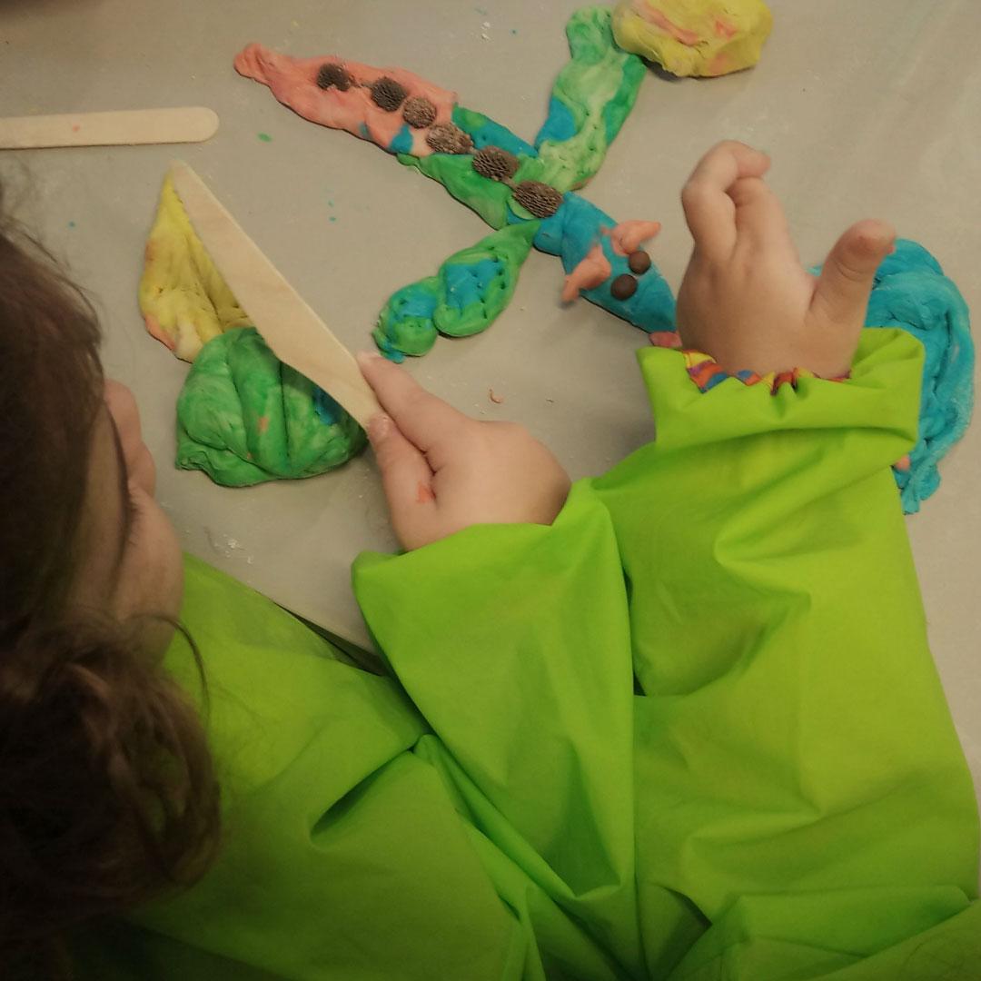 σπινθηράκια - εργαστήρι εικαστικών για νήπια